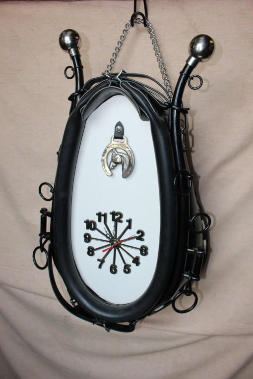 collar clock with hames