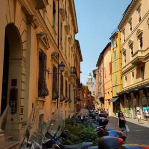La vivace anima della città emerge dagli stessi edifici che la costituiscono