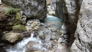 Il fiume Pettorina che ha eroso nel tempo la roccia