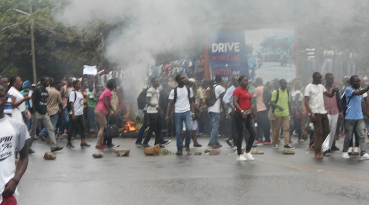 UL Students Stage Violent Demonstration in Monrovia