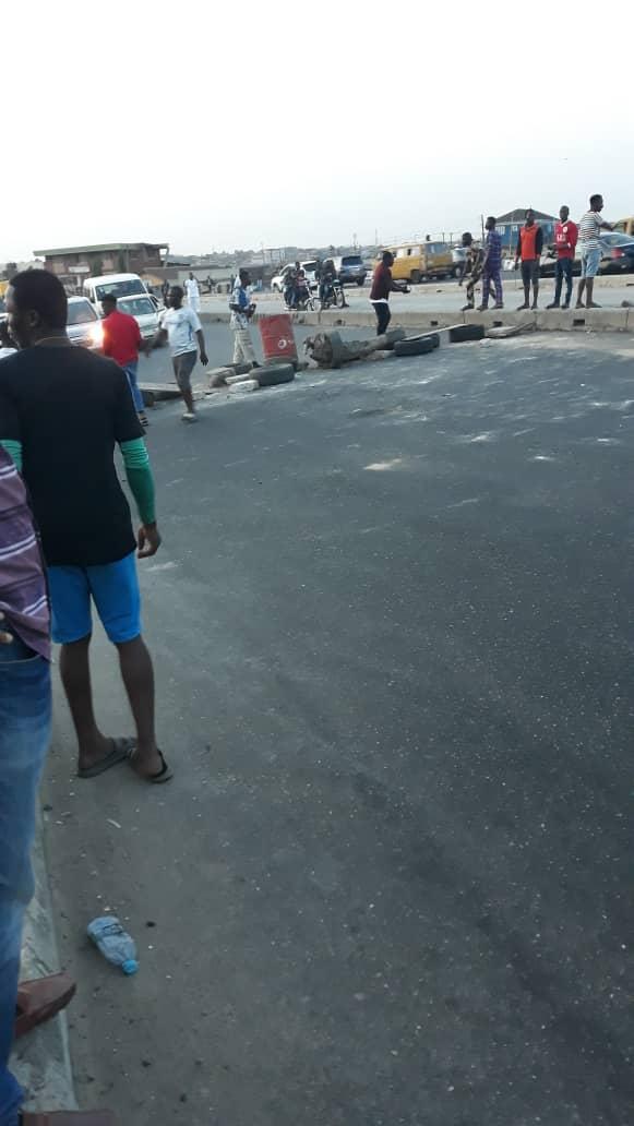 Residents protest killing of a youth, block Lagos-Abeokuta Expressway