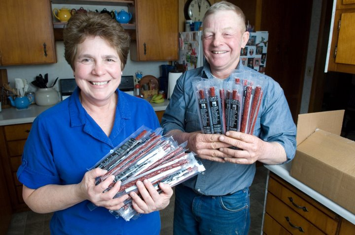 Dee Ann and Ted Paulsrud holding beef sticks for the troops. Photo courtesy of Joseph L. Murphy of the Iowa Farm Bureau Spokesman.