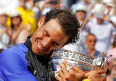 Spain's Rafael Nadal holds the cup after defeating Switzerland's Stan Wawrinka in their final match of the French Open tennis tournament at the Roland Garros stadium, Sunday, June 11, 2017 in Paris. Nadal has won his record 10th French Open title, beating No. 3 Stan Wawrinka in straight sets (AP Photo/Michel Euler)