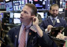 Trader Robert Charmak, left, works on the floor of the New York Stock Exchange, Thursday, Feb. 8, 2018. U.S. stocks are lower Thursday morning as losses from the previous day continue. (AP Photo/Richard Drew)