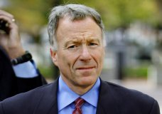 "FILE - In this Nov. 16, 2005 file photo, I. Lewis ""Scooter"" Libby, Vice President Dick Cheney's former chief of staff, walks to the U.S. District Court in Washington. President Donald Trump plans to pardon I. Lewis ""Scooter"" Libby, a former top aide to Vice President Dick Cheney, according to a person familiar with the president's decision. (AP Photo/J. Scott Applewhite)"
