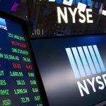 U.S. Stocks Waver As Banks Fall But Smaller Companies Climb