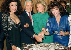 "FILE - This Sept. 24, 1986 file photo shows, Diahann Carroll, John Forsythe, Linda Evans and Joan Collins from ""Dynasty"" cutting a cake to commemorate the production of 150 episodes of the show in Los Angeles. Carroll died, Friday, Oct. 4, 2019, at her home in Los Angeles after a long bout with cancer. She was 84. (AP Photo/Reed Saxon, File)"