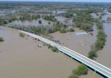 © Thomson Reuters Rising flood waters of the Tittabawassee River advance upon the city after the breach of two dams, Edenville and Sanford, in Midland, Michigan, U.S. May 20, 2020. REUTERS/Drone Base