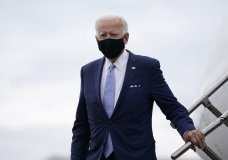 Democratic presidential candidate former Vice President Joe Biden arrives at the Allegheny County Airport, en route to speak at a campaign event in Pittsburgh, Pa., Monday, Aug. 31, 2020. (AP Photo/Carolyn Kaster)