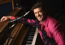 "Singer/songwriter Robin Thicke poses for a portrait at Gold Diggers Sound in Los Angeles on Feb. 3, 2021 to promote his eighth album ""On Earth, and In Heaven."" (AP Photo/Chris Pizzello)"