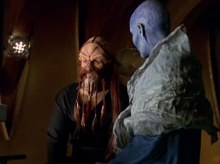 Farscape s1e06: Check out my black satin jammies