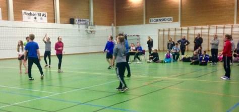 "Ivrige 4H'ere på ""nattkøpp"" i volleyball"