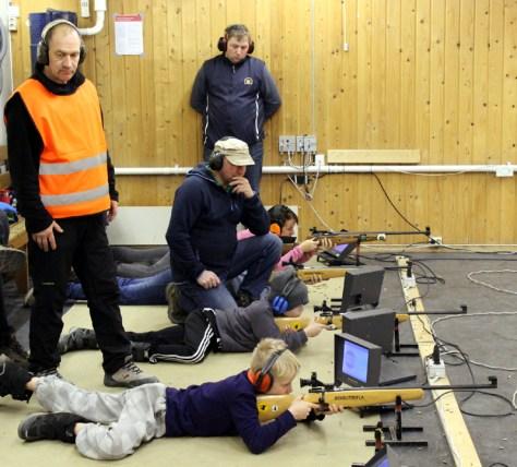 Standplassleder Karl-Jostein Olsen, instruktører Frank Dahl og Bjørnar Ulvik ivaretar sikkerhet på standplass og veileder rekruttene