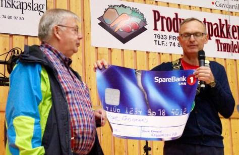 Ildsjelpris 2016 tildelt Roar Lindgaard. Ordfører Johan Petter Skogseth sto for overrekkelsen under Frostadan.
