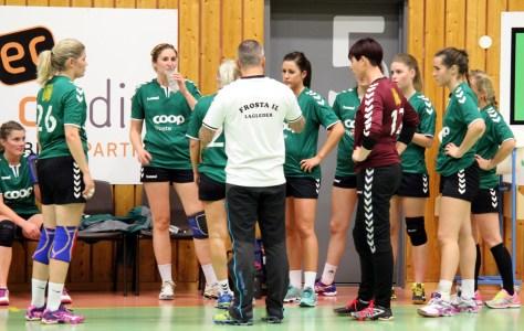 Vi håper trener Torgeir Bergquist og Damelaget legger en god strategi for helgas håndballkamper i Frostahallen!