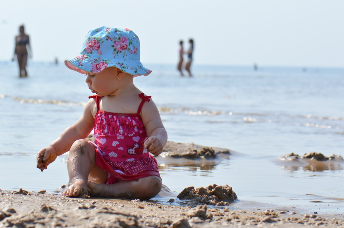 Baby beach tent, best sun protection for babies and toys to keep them entertained - Baby Gear