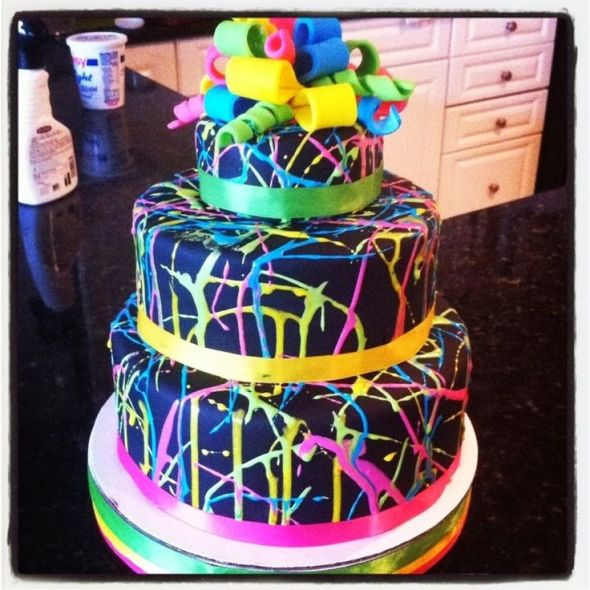 Party themes- Neon party- Glow Party ideas via frostedevents.com @frostedevents #partythemes #neonglowparty #neoncake