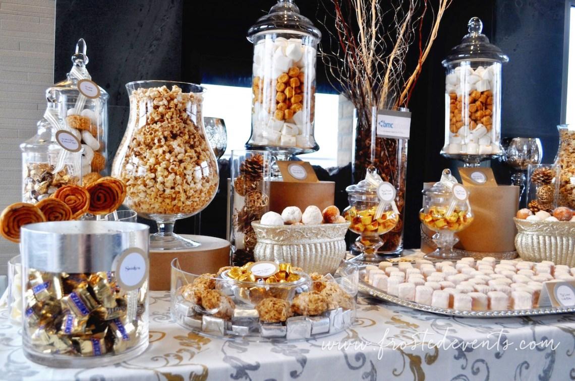 Dessert Table Popcorn Bar via frostedevents #desserttable #weddingideas #popcornbar
