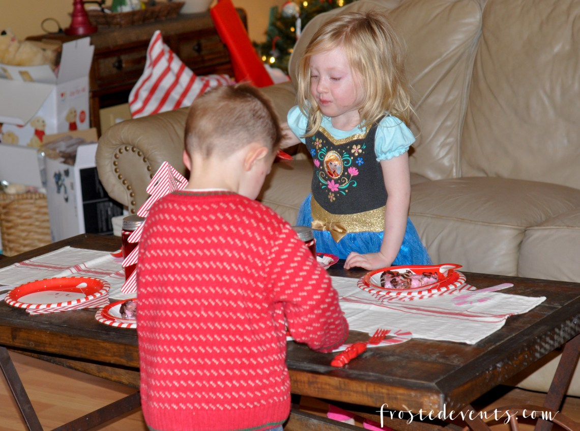 Christmas Cake A Sweet Treat for the Holidays from Baskin Robbins Holiday Desserts via Misty Nelson momblogger @frostedevents