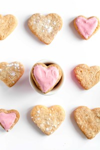 10 Valentine Cookies You'll Swoon Over - Valentines Day Cookies and Recipes via frostedmoms.com