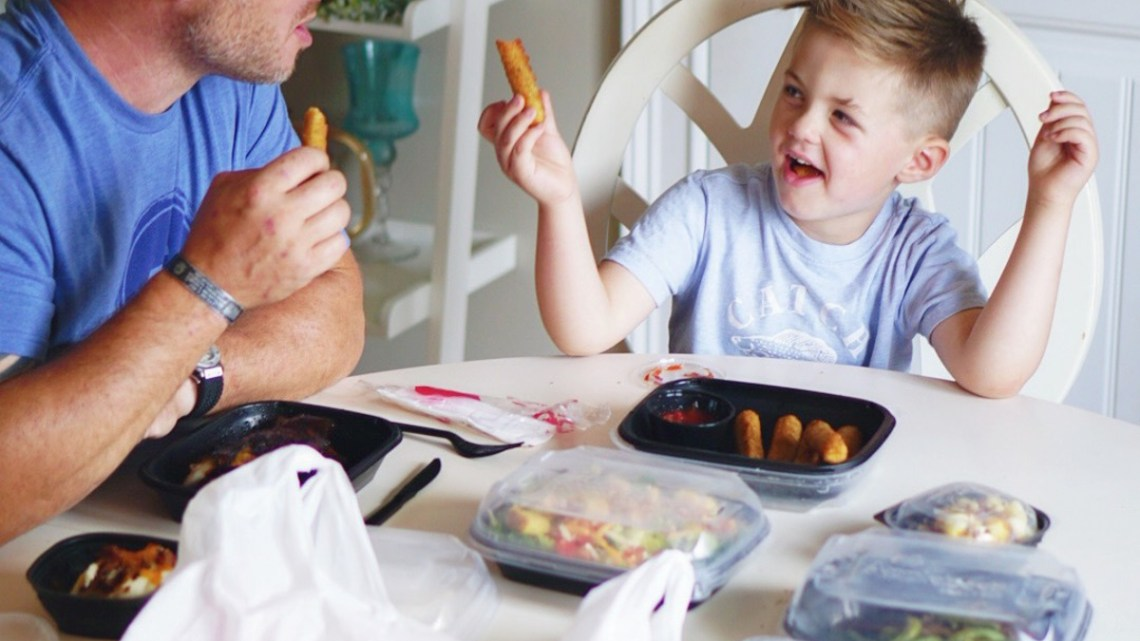 Applebees Carside ToGo Menu Makes Family Meals Easy for Moms