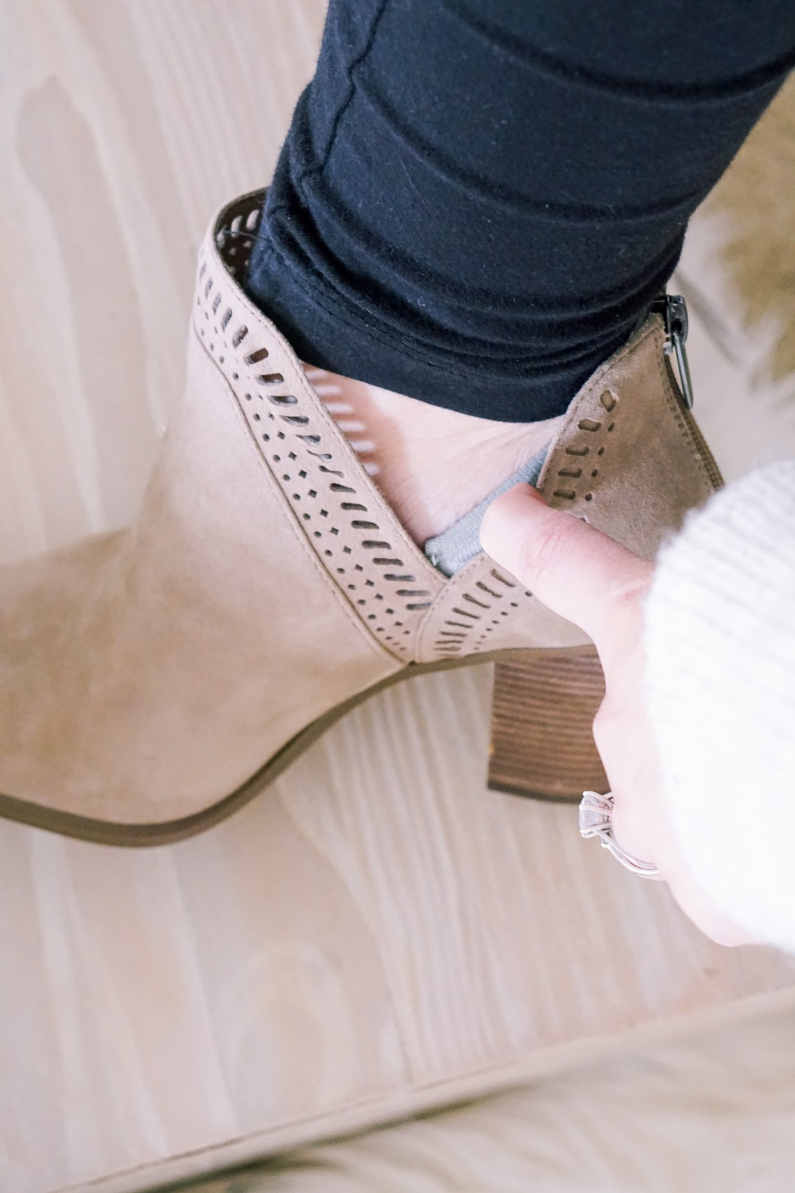 Fall Footwear Tips – How to Stay Stylish and Comfortable on The Go