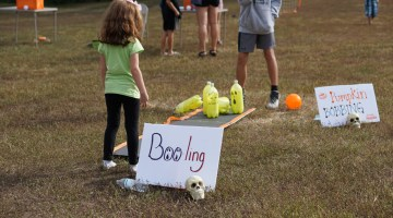 Halloween Games for Kids - Pumpkin Bowling, Pumpkin Booling - @frostedevents, Misty Nelson kids party ideas