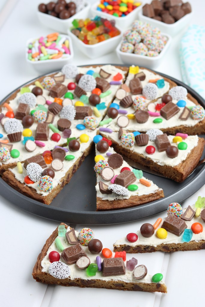 easy cookie pizza recipe with chopped candy pieces