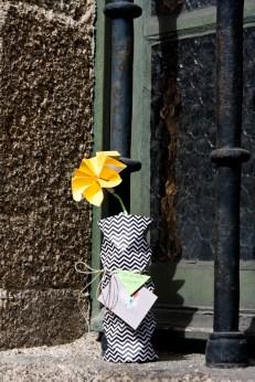 Jarrón de origami en el edificio de la Real Academia Galega de Belas Artes 02