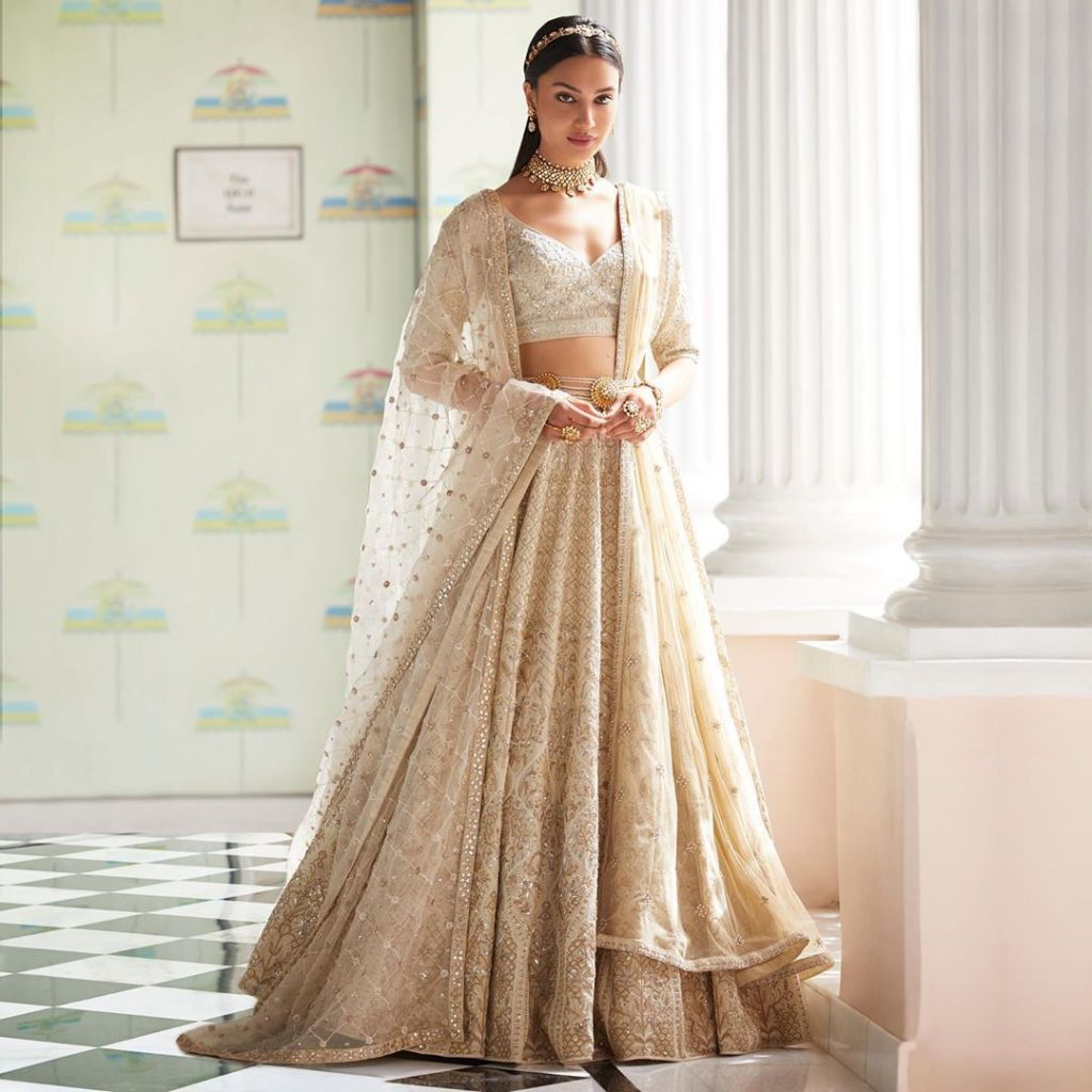 light gold Anita Dongre lehnega