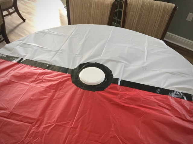 Pokemon DIY tablecloth - Pokemon Party Ideas & Printables