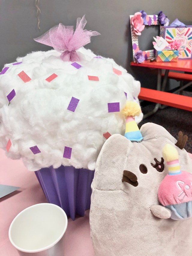Cupcake centerpiece - Pretty Pusheen & Cupcake Party Ideas