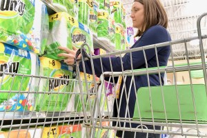 Mom shopping - Everyday Savings On P&G Products At Publix