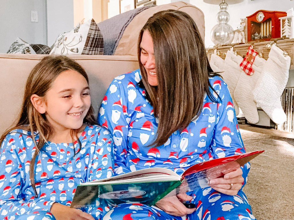 Reading Christmas books - 20 Christmas Traditions Your Kids Will Remember When They're Older