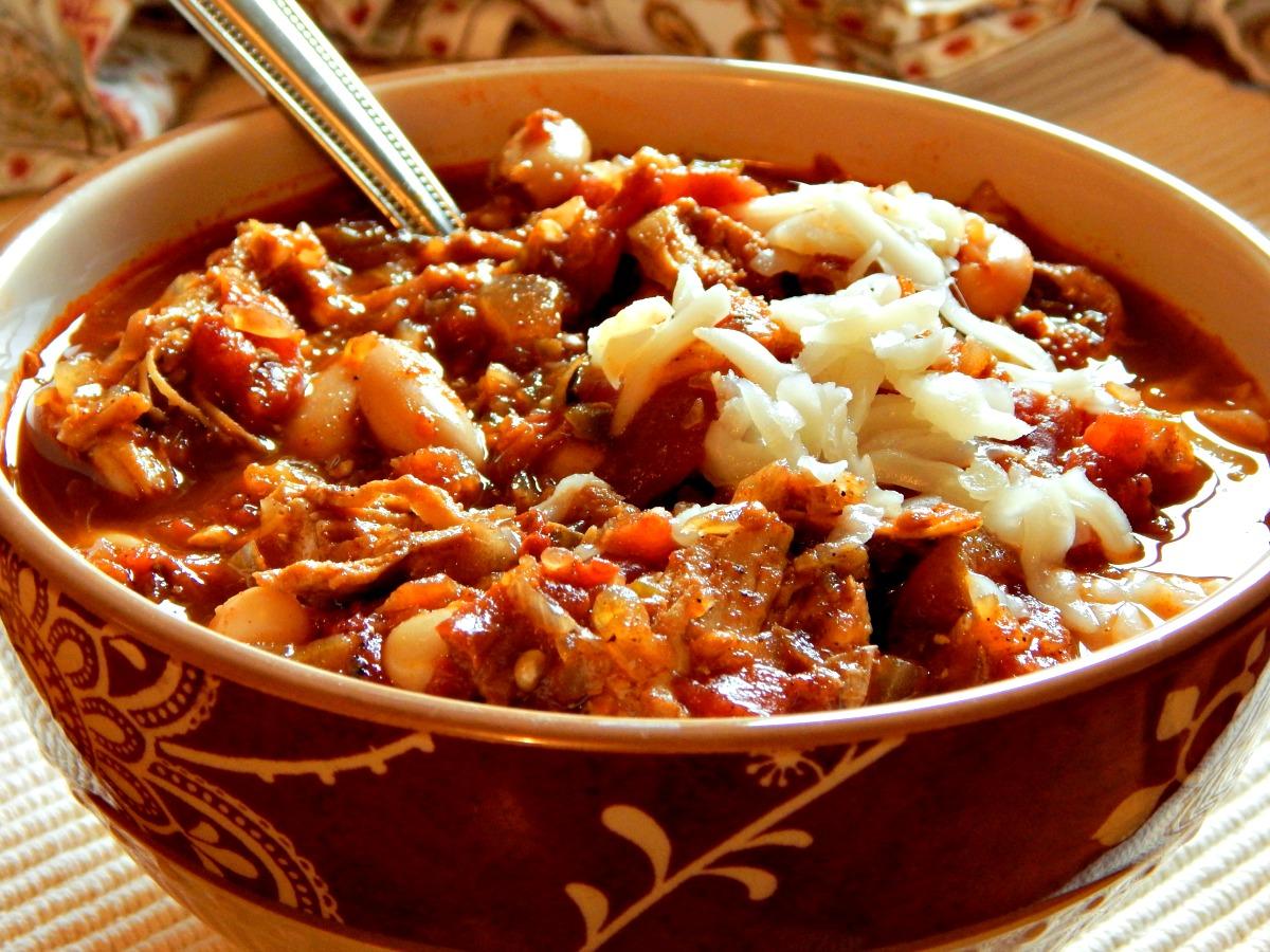 Chipotle Chicken Chili - Serious flavor! https://frugalhausfrau.com/2011/09/23/chipotle-chicken-chili-martha-white-bean/