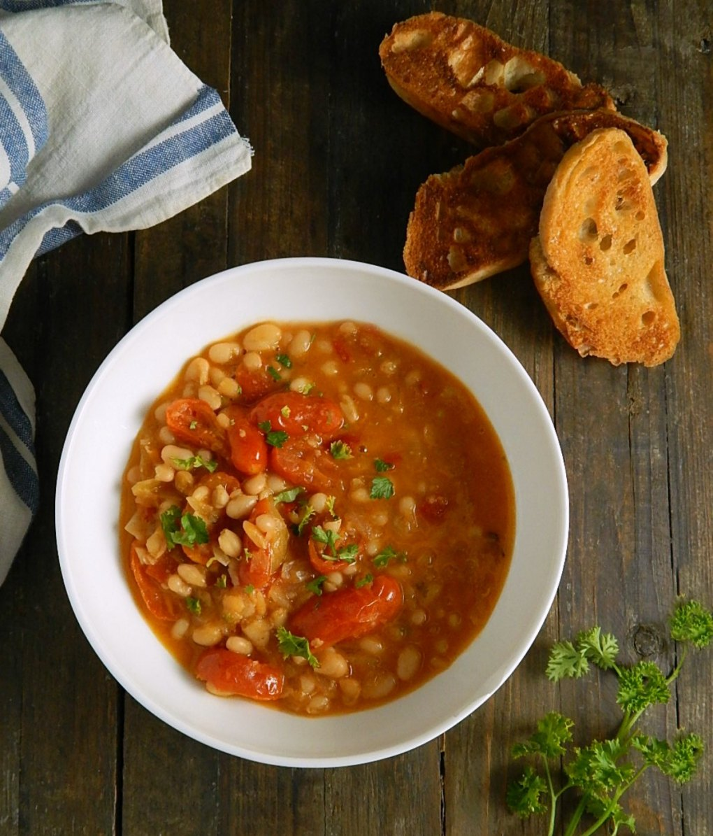 White Bean Ragout; Garlic Toasts
