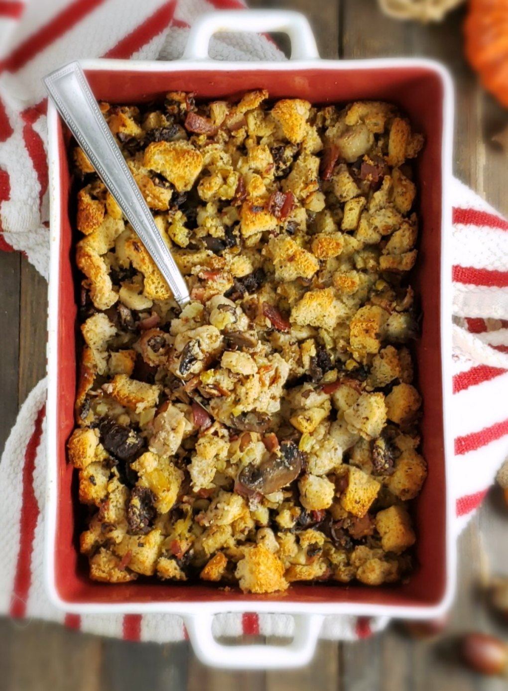 Ridiculously Delish Thanksgiving Bacon Stuffing