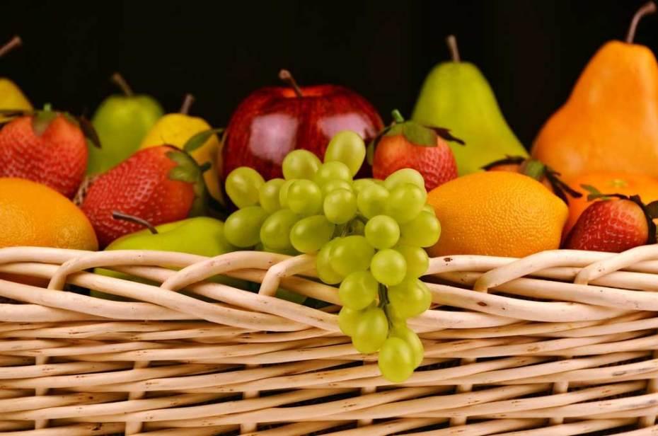 A basket of assorted fruit.
