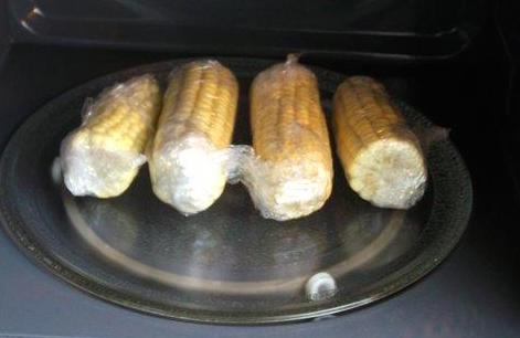 Приготовление кукурузы в микроволновке