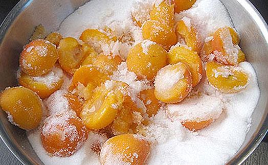 Сахар нужен для выделения сока из плодов