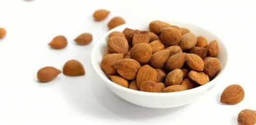 Сливовые косточки так же содержат витамины, но чрезмерное употребление вредно для желудка