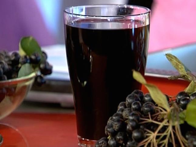 Сок из свежих ягод помогает избавиться от лишних килограммов