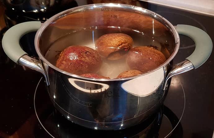 Приготовление свеклы в кастрюле - самый традиционный метод варки корнеплода