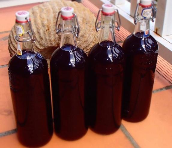 Готовое вино из черной смородины