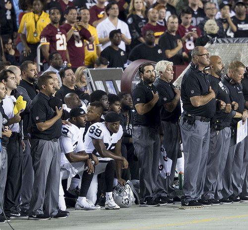 nfl kneeling photo