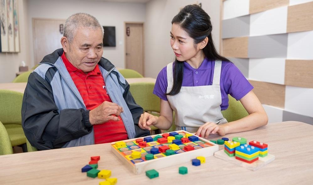 居家安老大勢所趨家居及社區照顧服務人員 講求多元技能與應變 - Social Service - Career News - JUMP 求職增值