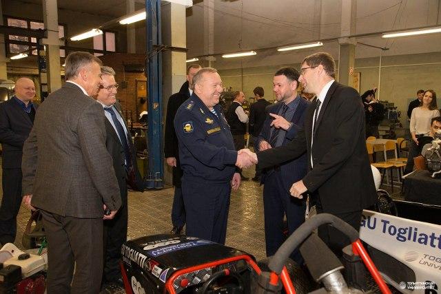 Генерал-полковник В.А. Шаманов посетил лабораторию команды Togliatti Racing Team