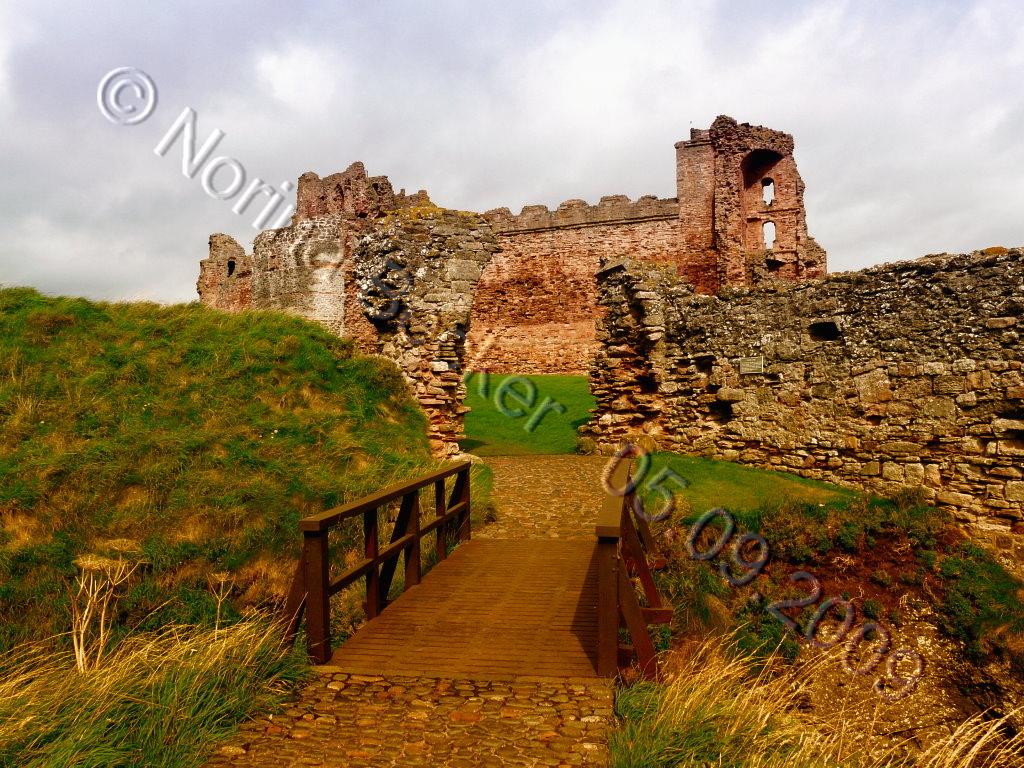 Tantallon Castle 2009 02