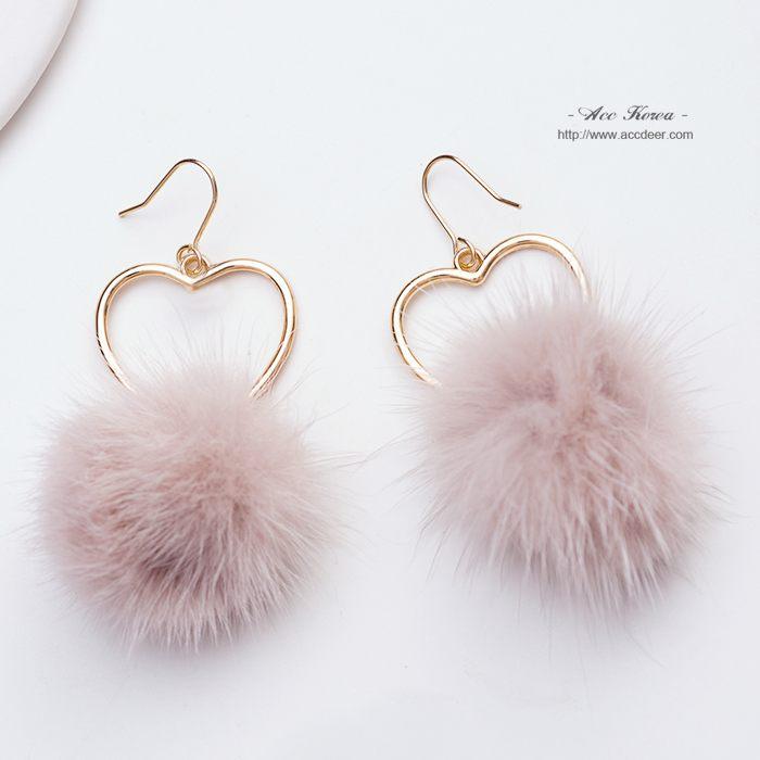 耳環-鏤空愛心毛球:EvaEva韓國飾品