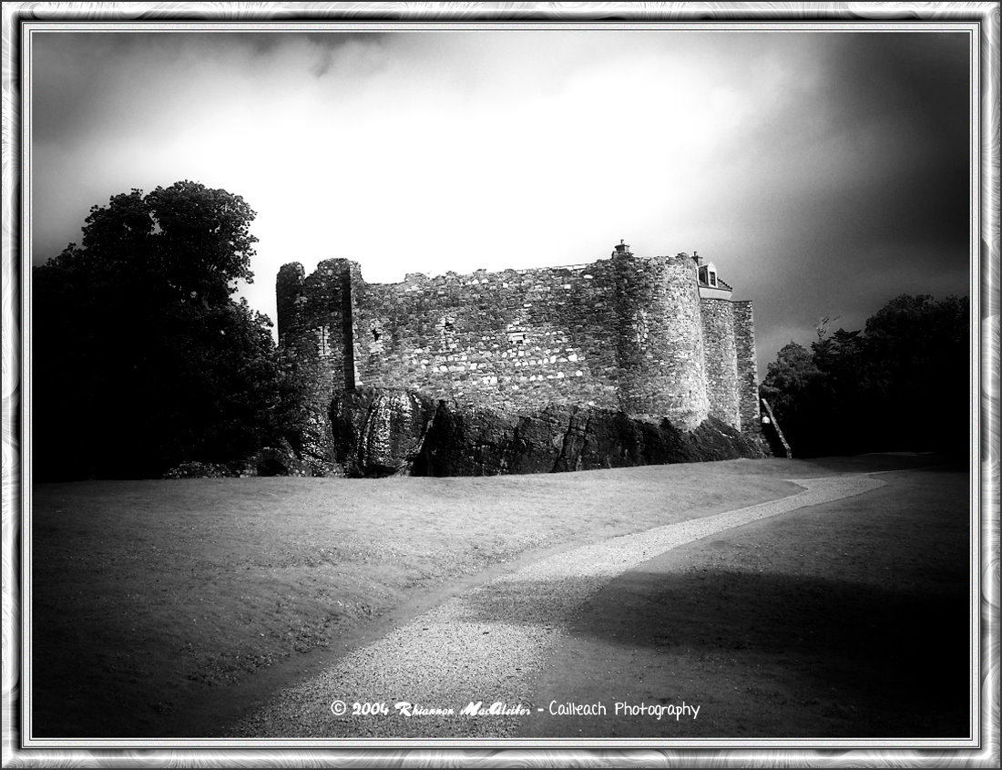 Dunstaffnage Castle 2004